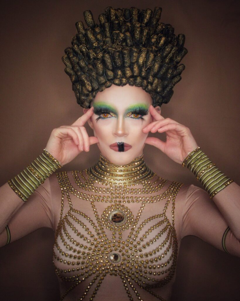 Late Night Drag Queen Amélie Putain